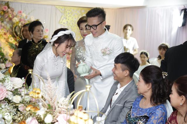 ĐỘC QUYỀN: Toàn cảnh lễ đưa dâu bằng dàn siêu xe hơn 100 tỷ của con gái đại gia Minh Nhựa, quà cưới toàn vàng, kim cương đeo đỏ tay - Ảnh 17.