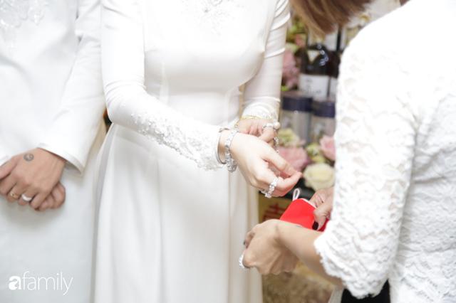 ĐỘC QUYỀN: Toàn cảnh lễ đưa dâu bằng dàn siêu xe hơn 100 tỷ của con gái đại gia Minh Nhựa, quà cưới toàn vàng, kim cương đeo đỏ tay - Ảnh 19.