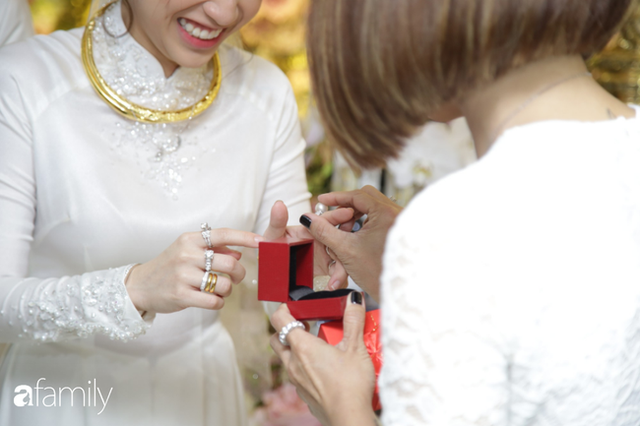 ĐỘC QUYỀN: Toàn cảnh lễ đưa dâu bằng dàn siêu xe hơn 100 tỷ của con gái đại gia Minh Nhựa, quà cưới toàn vàng, kim cương đeo đỏ tay - Ảnh 21.