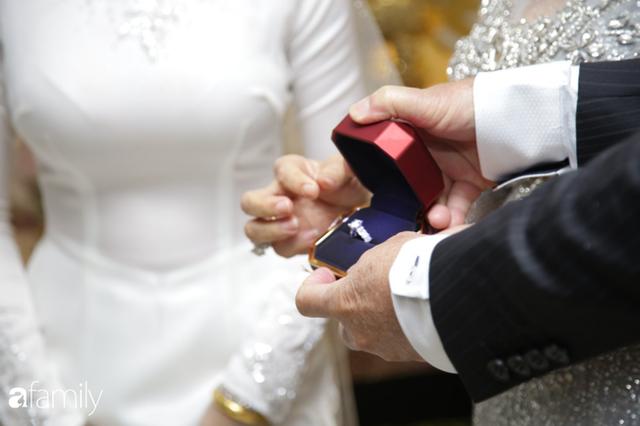 ĐỘC QUYỀN: Toàn cảnh lễ đưa dâu bằng dàn siêu xe hơn 100 tỷ của con gái đại gia Minh Nhựa, quà cưới toàn vàng, kim cương đeo đỏ tay - Ảnh 23.