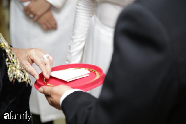 ĐỘC QUYỀN: Toàn cảnh lễ đưa dâu bằng dàn siêu xe hơn 100 tỷ của con gái đại gia Minh Nhựa, quà cưới toàn vàng, kim cương đeo đỏ tay - Ảnh 24.