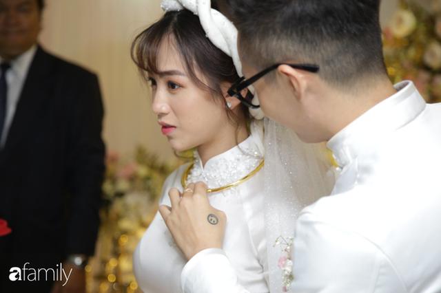 ĐỘC QUYỀN: Toàn cảnh lễ đưa dâu bằng dàn siêu xe hơn 100 tỷ của con gái đại gia Minh Nhựa, quà cưới toàn vàng, kim cương đeo đỏ tay - Ảnh 26.