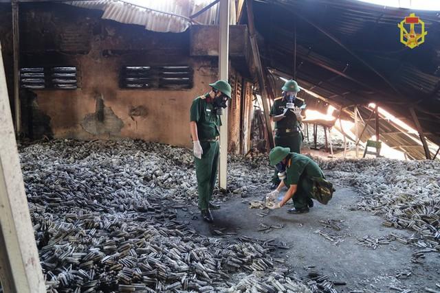 Đã có kết quả phân tích mẫu vật vụ cháy nhà máy Rạng Đông - Ảnh 4.