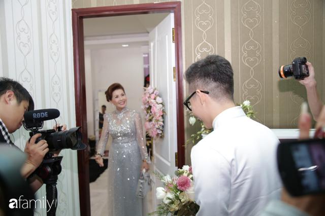 ĐỘC QUYỀN: Toàn cảnh lễ đưa dâu bằng dàn siêu xe hơn 100 tỷ của con gái đại gia Minh Nhựa, quà cưới toàn vàng, kim cương đeo đỏ tay - Ảnh 6.