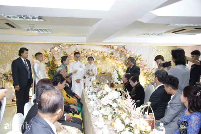 ĐỘC QUYỀN: Toàn cảnh lễ đưa dâu bằng dàn siêu xe hơn 100 tỷ của con gái đại gia Minh Nhựa, quà cưới toàn vàng, kim cương đeo đỏ tay - Ảnh 9.