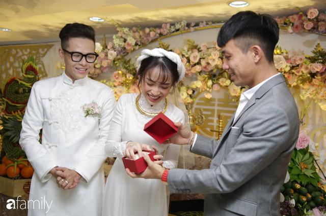 ĐỘC QUYỀN: Toàn cảnh lễ đưa dâu bằng dàn siêu xe hơn 100 tỷ của con gái đại gia Minh Nhựa, quà cưới toàn vàng, kim cương đeo đỏ tay - Ảnh 10.