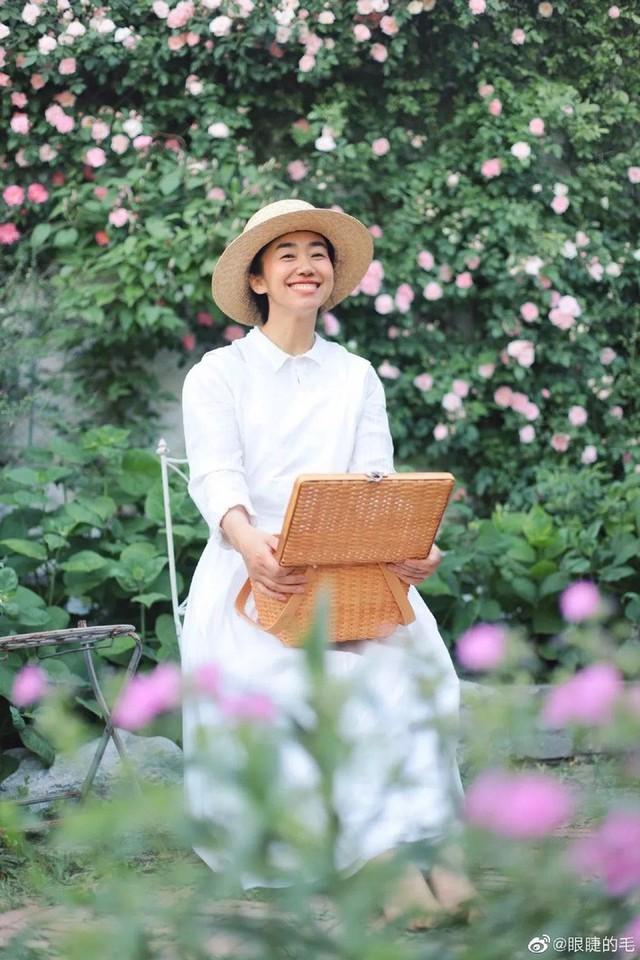 Cô gái trẻ bỏ ra 1,3 tỷ đồng cải tạo đất, mua giống hoa, biến sân nhà thành khu vườn đẹp lung linh  - Ảnh 1.