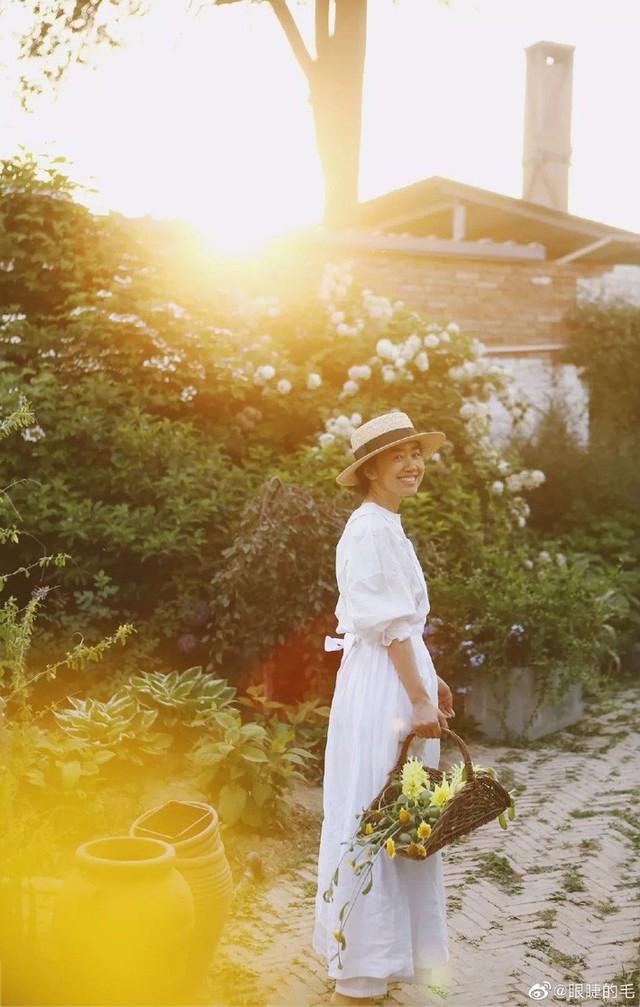 Cô gái trẻ bỏ ra 1,3 tỷ đồng cải tạo đất, mua giống hoa, biến sân nhà thành khu vườn đẹp lung linh  - Ảnh 2.