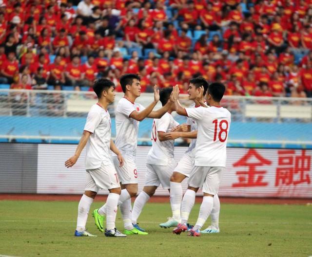 """- photo 1 15679929473611478517882 - Báo Trung Quốc: 2 năm qua, bóng đá Trung Quốc nhạt nhòa dưới """"cái bóng"""" của Việt Nam"""