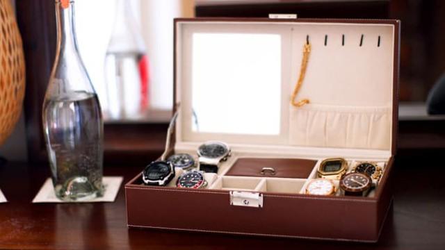 Bí quyết tiêu tiền: Vừa phải trả nợ, chàng trai này vẫn sưu tập đồng hồ chục nghìn USD, thậm chí còn tích trữ vàng - Ảnh 2.