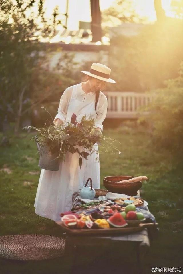 Cô gái trẻ bỏ ra 1,3 tỷ đồng cải tạo đất, mua giống hoa, biến sân nhà thành khu vườn đẹp lung linh  - Ảnh 3.