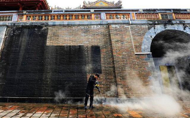"""Nhiều người phản bác ý kiến """"Cổng Ngọ Môn của Đại Nội Huế được làm sạch là mất đi vẻ cổ kính"""": Không phải cứ rêu phong mới là di tích!"""
