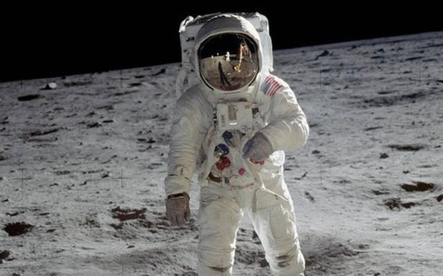 Người đàn ông 'mua nhầm' những thước phim đầu tiên được quay trên Mặt trăng với giá 218 USD sắp trở nên giàu sụ