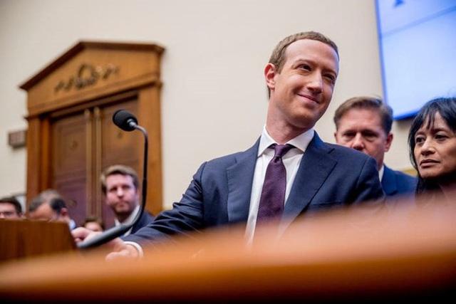 Nhìn lại thử thách 10 năm của Mark Zuckerberg: từ đeo cà vạt mỗi ngày, chỉ ăn thịt con vật mình giết được tới giải cứu Facebook - Ảnh 1.