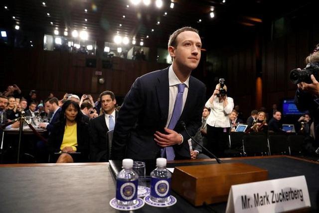Nhìn lại thử thách 10 năm của Mark Zuckerberg: từ đeo cà vạt mỗi ngày, chỉ ăn thịt con vật mình giết được tới giải cứu Facebook - Ảnh 10.