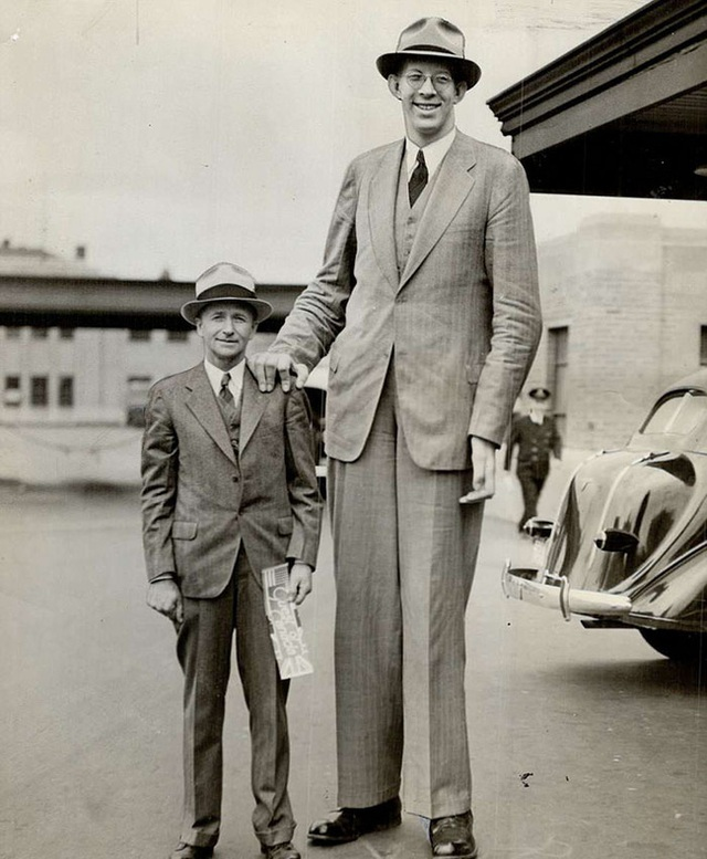 Cuộc đời kì lạ và bi thảm của người đàn ông cao nhất thế giới: Nổi tiếng khắp nơi nhưng ra đi ở tuổi 22 vì một vết nhiễm trùng nhỏ - Ảnh 11.