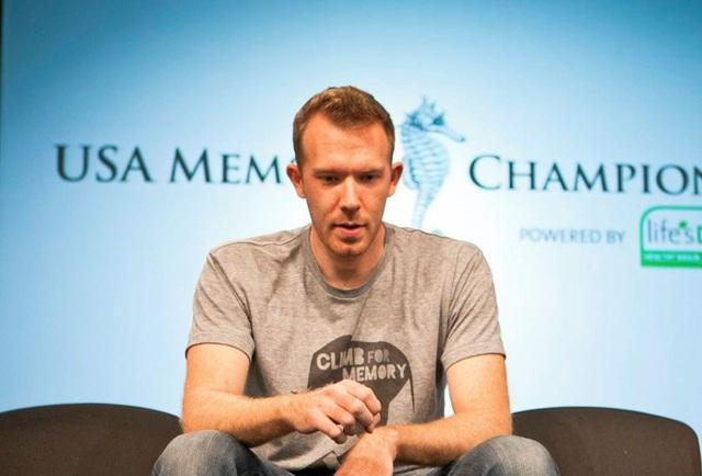Nelson Dellis - người 4 lần vô địch về trí nhớ ở Mỹ chia sẻ 3 cách giúp bộ óc luôn nhạy bén và nhớ lâu - Ảnh 2.