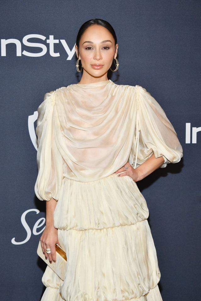 Mở đầu 2020 rạng rỡ: Trang phục do Công Trí thiết kế giúp Kristen Bell chiếm trọn spotlight khi nhận giải thưởng danh giá đầu tiên trong sự nghiệp - Ảnh 6.