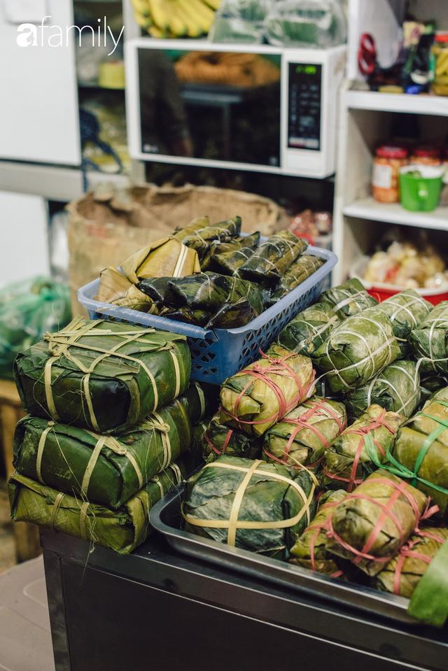 Quốc Hương - tiệm giò chả cứ đến Tết là người Hà Nội xếp hàng dài mua đồ và chuyện thách cưới giờ mới kể của bà chủ nức tiếng đẹp người đẹp nết - Ảnh 11.