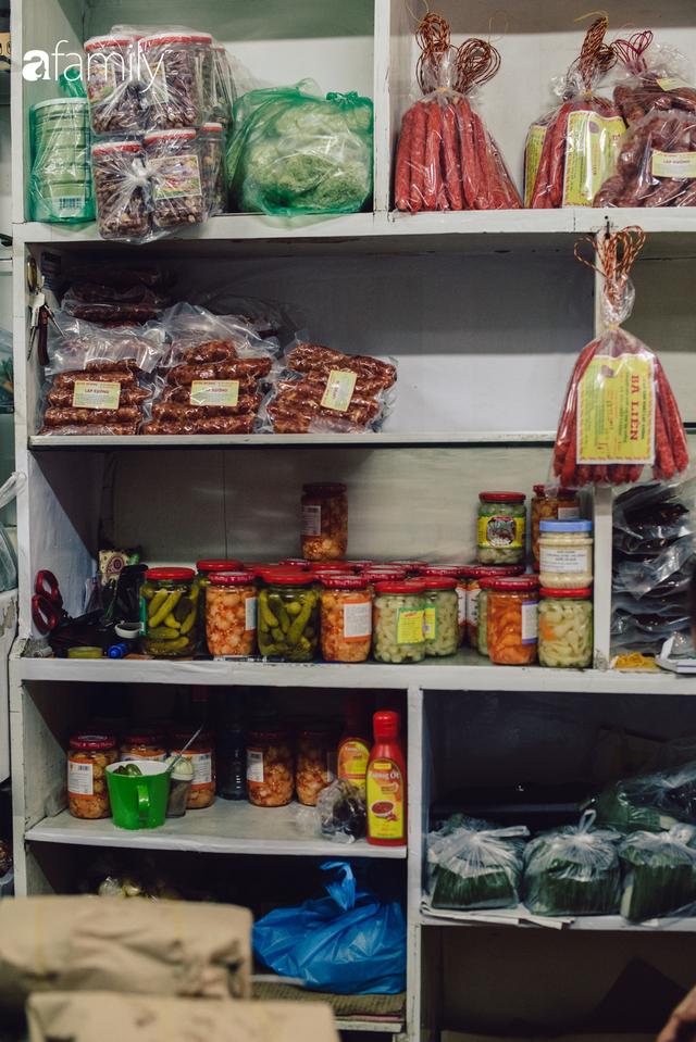 Quốc Hương - tiệm giò chả cứ đến Tết là người Hà Nội xếp hàng dài mua đồ và chuyện thách cưới giờ mới kể của bà chủ nức tiếng đẹp người đẹp nết - Ảnh 19.