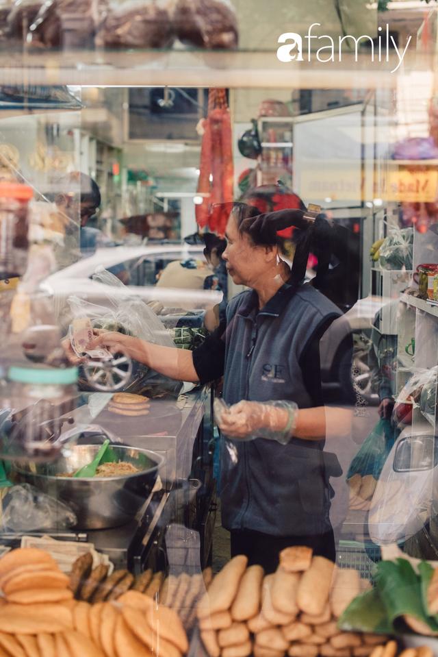 Quốc Hương - tiệm giò chả cứ đến Tết là người Hà Nội xếp hàng dài mua đồ và chuyện thách cưới giờ mới kể của bà chủ nức tiếng đẹp người đẹp nết - Ảnh 3.
