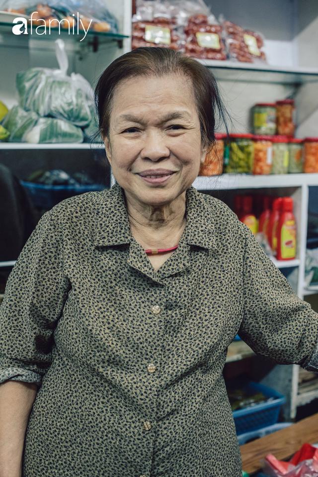 Quốc Hương - tiệm giò chả cứ đến Tết là người Hà Nội xếp hàng dài mua đồ và chuyện thách cưới giờ mới kể của bà chủ nức tiếng đẹp người đẹp nết - Ảnh 28.