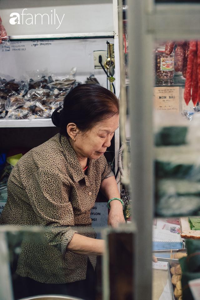Quốc Hương - tiệm giò chả cứ đến Tết là người Hà Nội xếp hàng dài mua đồ và chuyện thách cưới giờ mới kể của bà chủ nức tiếng đẹp người đẹp nết - Ảnh 8.