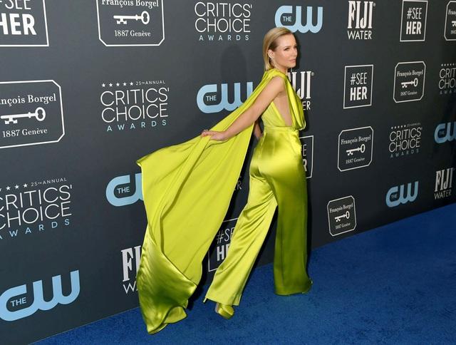 Mở đầu 2020 rạng rỡ: Trang phục do Công Trí thiết kế giúp Kristen Bell chiếm trọn spotlight khi nhận giải thưởng danh giá đầu tiên trong sự nghiệp - Ảnh 2.