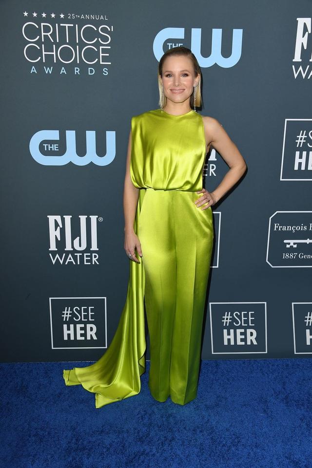 Mở đầu 2020 rạng rỡ: Trang phục do Công Trí thiết kế giúp Kristen Bell chiếm trọn spotlight khi nhận giải thưởng danh giá đầu tiên trong sự nghiệp - Ảnh 1.