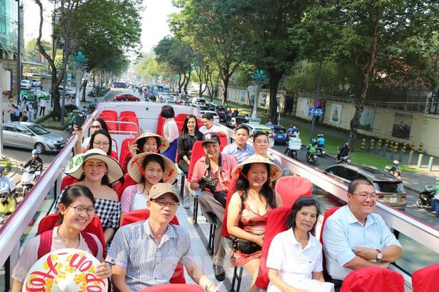 Người Sài Gòn háo hức trải nghiệm xe buýt 2 tầng mui trần lần đầu xuất hiện - Ảnh 3.
