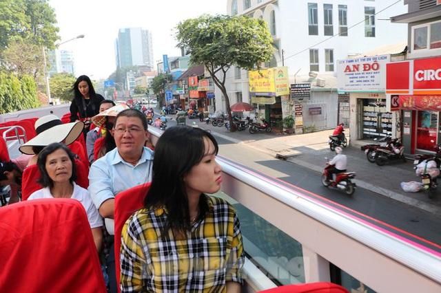 Người Sài Gòn háo hức trải nghiệm xe buýt 2 tầng mui trần lần đầu xuất hiện - Ảnh 7.