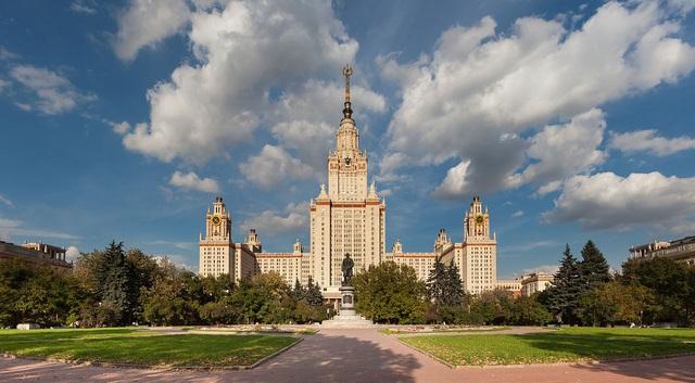 Đại học tinh hoa VinUni: Vẻ đẹp sánh ngang với ngôi trường Lomonosov của Nga, cùng sử dụng kiến trúc Gothic và đặt biểu tượng trên đỉnh tháp - Ảnh 4.