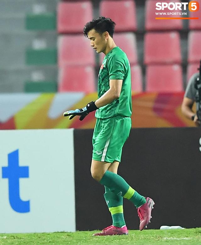 Cận cảnh pha Tiến Dũng sai lầm nghiêm trọng, cơ hội đi tiếp của U23 Việt Nam bé bằng con kiến - Ảnh 5.