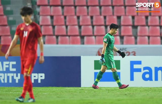 Cận cảnh pha Tiến Dũng sai lầm nghiêm trọng, cơ hội đi tiếp của U23 Việt Nam bé bằng con kiến - Ảnh 6.
