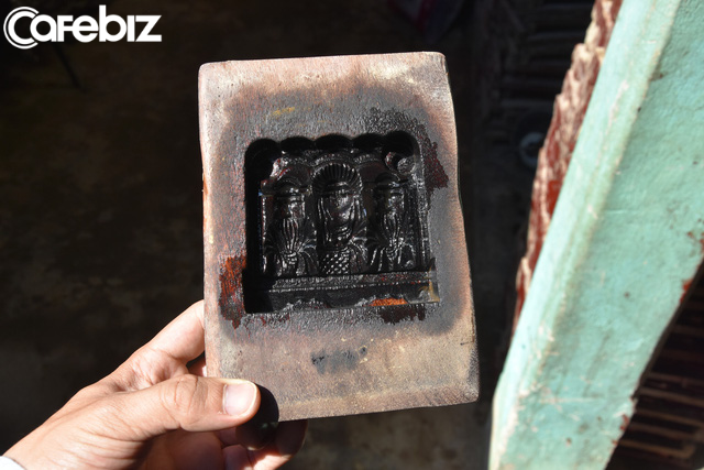 Là nơi duy nhất ở Huế làm tượng ông Táo với lịch sử cả trăm năm, nhưng làng Địa Linh giờ đây chỉ còn 5 hộ còn đỏ lửa  - Ảnh 3.