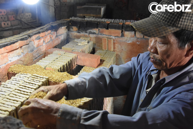 Là nơi duy nhất ở Huế làm tượng ông Táo với lịch sử cả trăm năm, nhưng làng Địa Linh giờ đây chỉ còn 5 hộ còn đỏ lửa  - Ảnh 6.