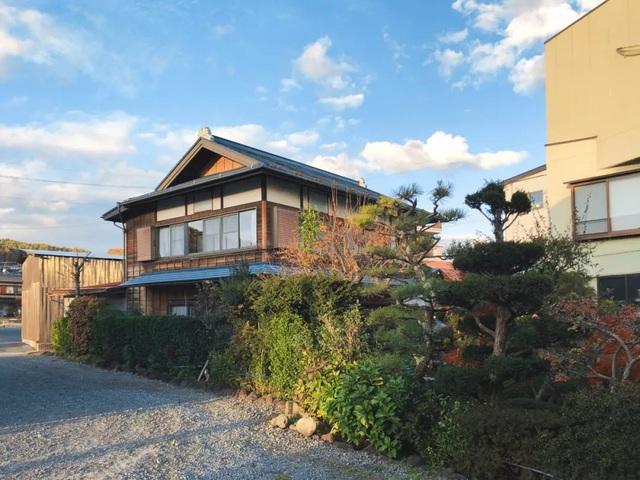Cặp vợ chồng người Nhật quyết định cải tạo biệt thự cổ rộng 550m² để thay bằng nhà vườn gần gũi với thiên nhiên - Ảnh 2.