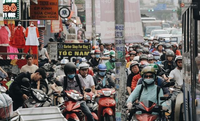 Chùm ảnh Flycam người dân ùn ùn đổ về quê ăn Tết, các ngả đường về bến xe lớn nhất Sài Gòn ùn tắc kinh hoàng - Ảnh 12.