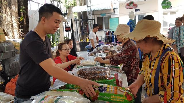 Ở Sài Gòn sắm đặc sản Bắc - Trung - Nam ăn Tết với giá chợ - Ảnh 11.