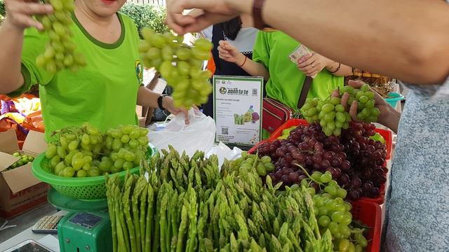 Ở Sài Gòn sắm đặc sản Bắc - Trung - Nam ăn Tết với giá chợ - Ảnh 13.