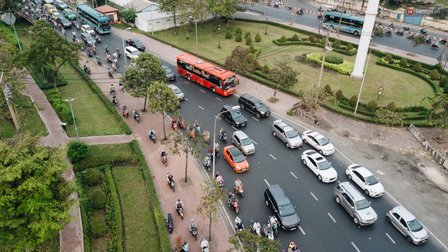 Chùm ảnh Flycam người dân ùn ùn đổ về quê ăn Tết, các ngả đường về bến xe lớn nhất Sài Gòn ùn tắc kinh hoàng - Ảnh 16.