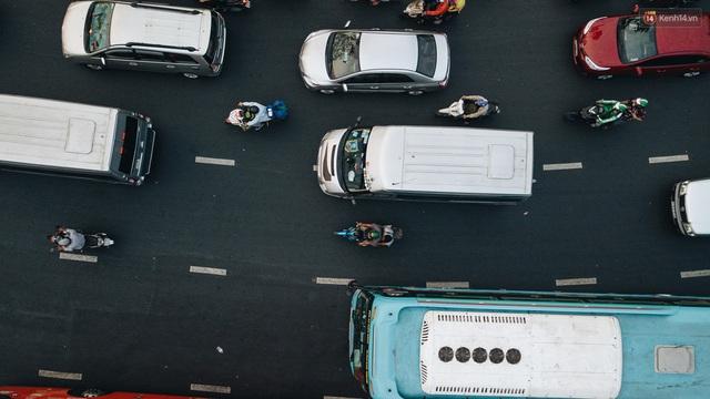 Chùm ảnh Flycam người dân ùn ùn đổ về quê ăn Tết, các ngả đường về bến xe lớn nhất Sài Gòn ùn tắc kinh hoàng - Ảnh 18.