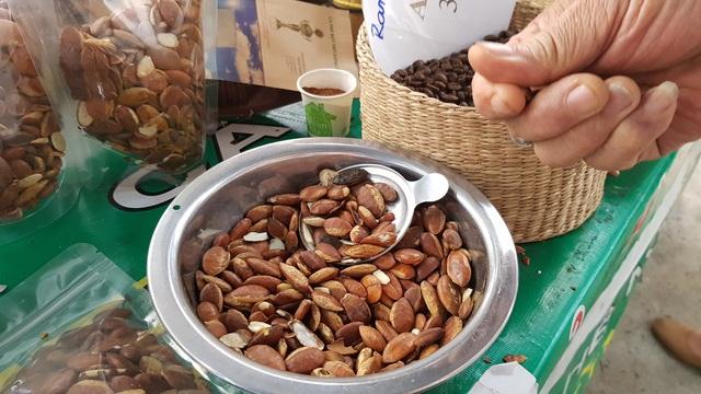 Ở Sài Gòn sắm đặc sản Bắc - Trung - Nam ăn Tết với giá chợ - Ảnh 5.