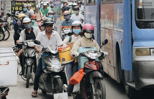 Chùm ảnh Flycam người dân ùn ùn đổ về quê ăn Tết, các ngả đường về bến xe lớn nhất Sài Gòn ùn tắc kinh hoàng - Ảnh 8.