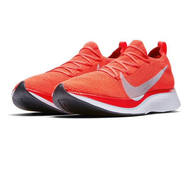 Nike làm ra một đôi giày giúp người chạy quá nhanh, có thể bị cấm tại Olympics - Ảnh 2.