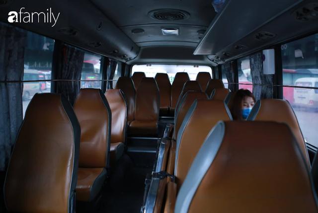 Bến Mỹ Đình ngày Tết: Nhiều nhà xe rời khỏi bến chỉ với vài hành khách, có người không dám lên xe vì không thấy ai - Ảnh 11.