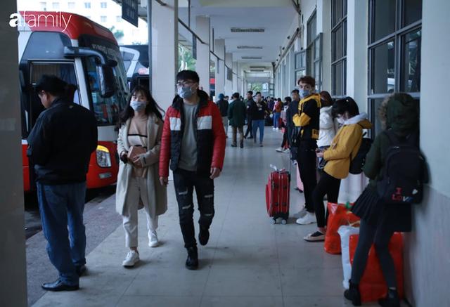 Bến Mỹ Đình ngày Tết: Nhiều nhà xe rời khỏi bến chỉ với vài hành khách, có người không dám lên xe vì không thấy ai - Ảnh 12.