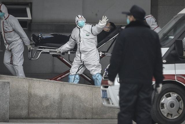 Cảnh báo chính thức từ Trung Quốc: Virus viêm phổi lạ đã lây từ người sang người, 14 nhân viên y tế đầu tiên nhiễm bệnh - Ảnh 1.