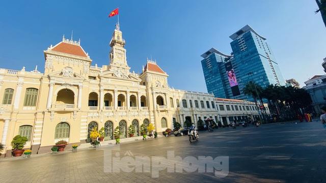 Đường phố Sài Gòn thông thoáng ngày đầu nghỉ Tết Nguyên đán 2020 - Ảnh 2.