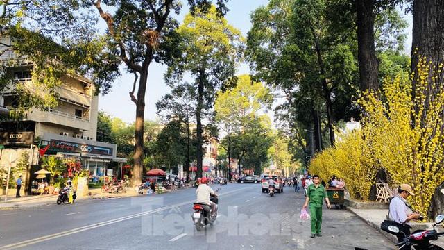 Đường phố Sài Gòn thông thoáng ngày đầu nghỉ Tết Nguyên đán 2020 - Ảnh 11.